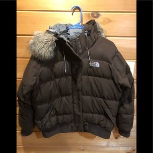 Woman's north face puffer 550